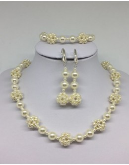 Cream pearls set